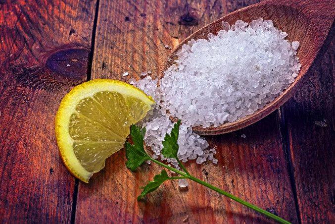 Зачем оставлять в спальне лимон с солью?