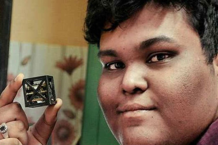 18-летний парень построил самый лёгкий спутник в мире
