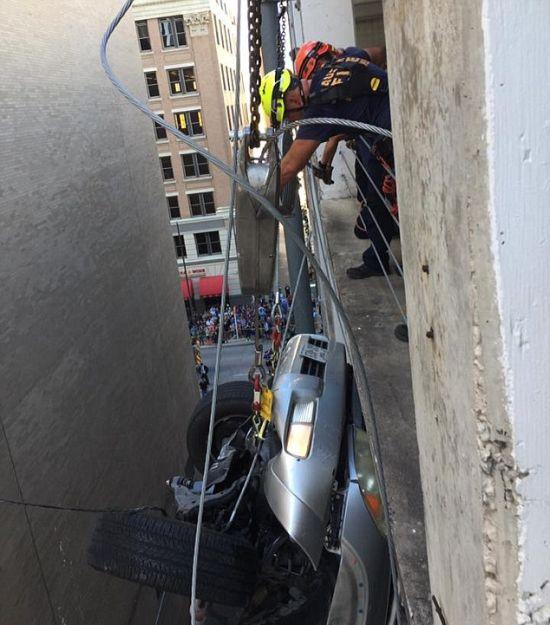 Машина упала с 9-го этажа па…