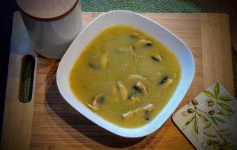 Суп-крем с луком-пореем и грибами