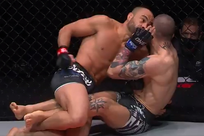 Бывший чемпион UFC добил оппонента и проиграл