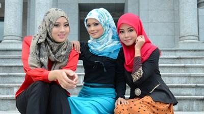 Носить хиджабы в школе по-пр…