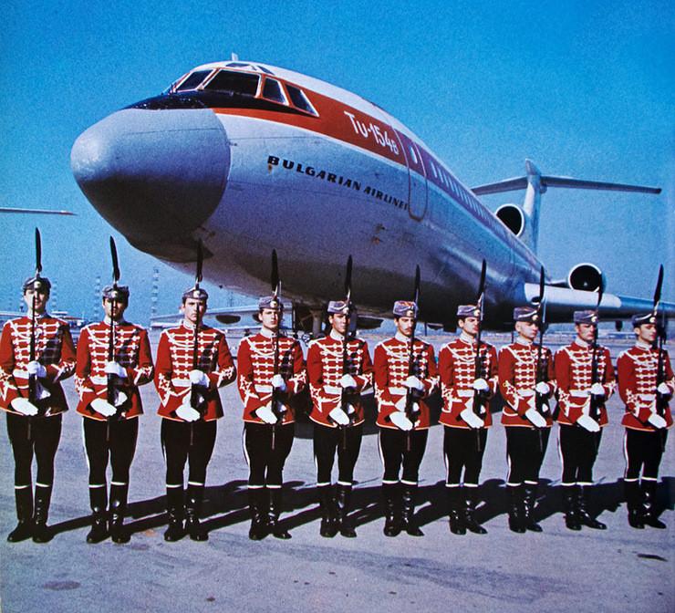 1980е, Гвардейцы в аэропорту Софии, встреча официальной делегации: СССР, болгария, быт, история, это интересно