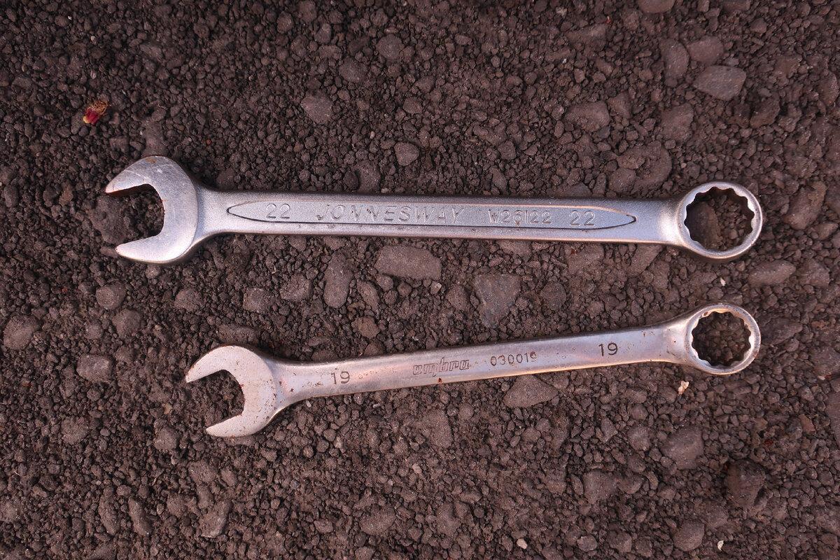 Сравнил, как ржавеет дорогой и дешевый инструмент