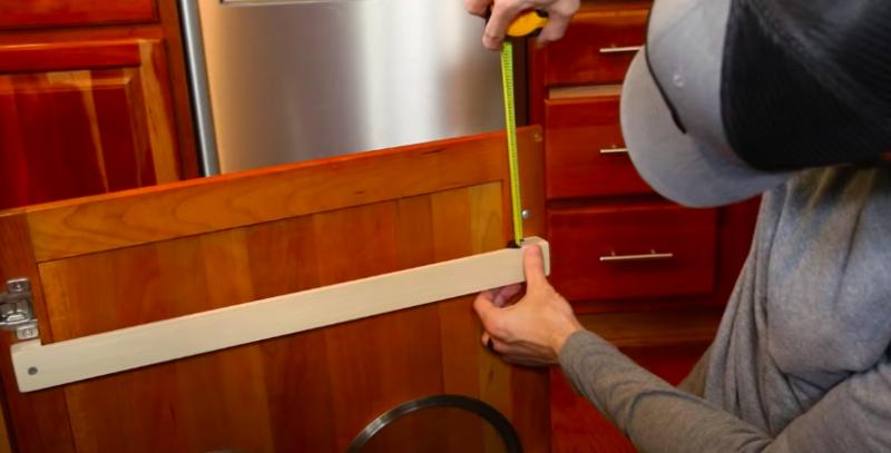 Чудесная и очень простая самоделка для хранения посуды на кухне