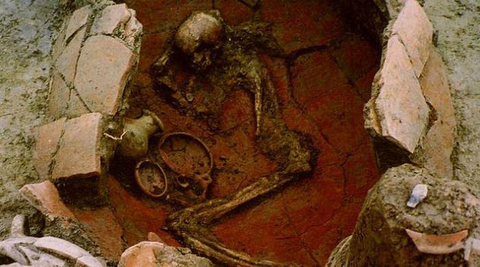 Младенцы, похороненные в сосудах.