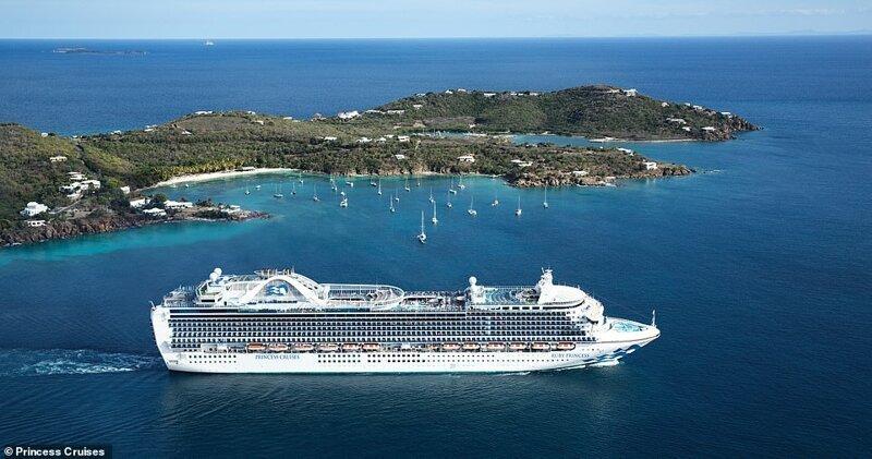 16. Лайнер Ruby Princess, недавно отремонтированный за несколько миллионов долларов, располагает 15 пассажирскими палубами. На фото - судно на фоне острова Сент-Томас в Карибском море красиво, красивые места, круиз, круизы, мир, паром, путешествия, фото
