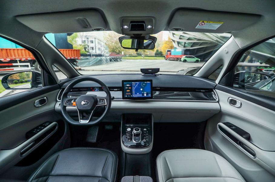 Китайцы выпустили идеальный автомобиль для таксистов автомобили