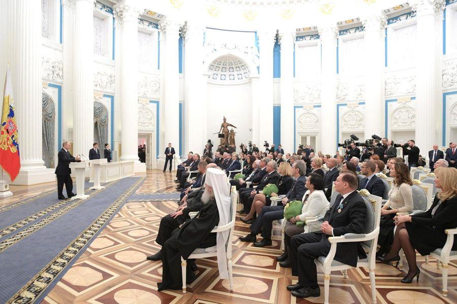 Путин вручил государственные награды Маслякову и Захаровой