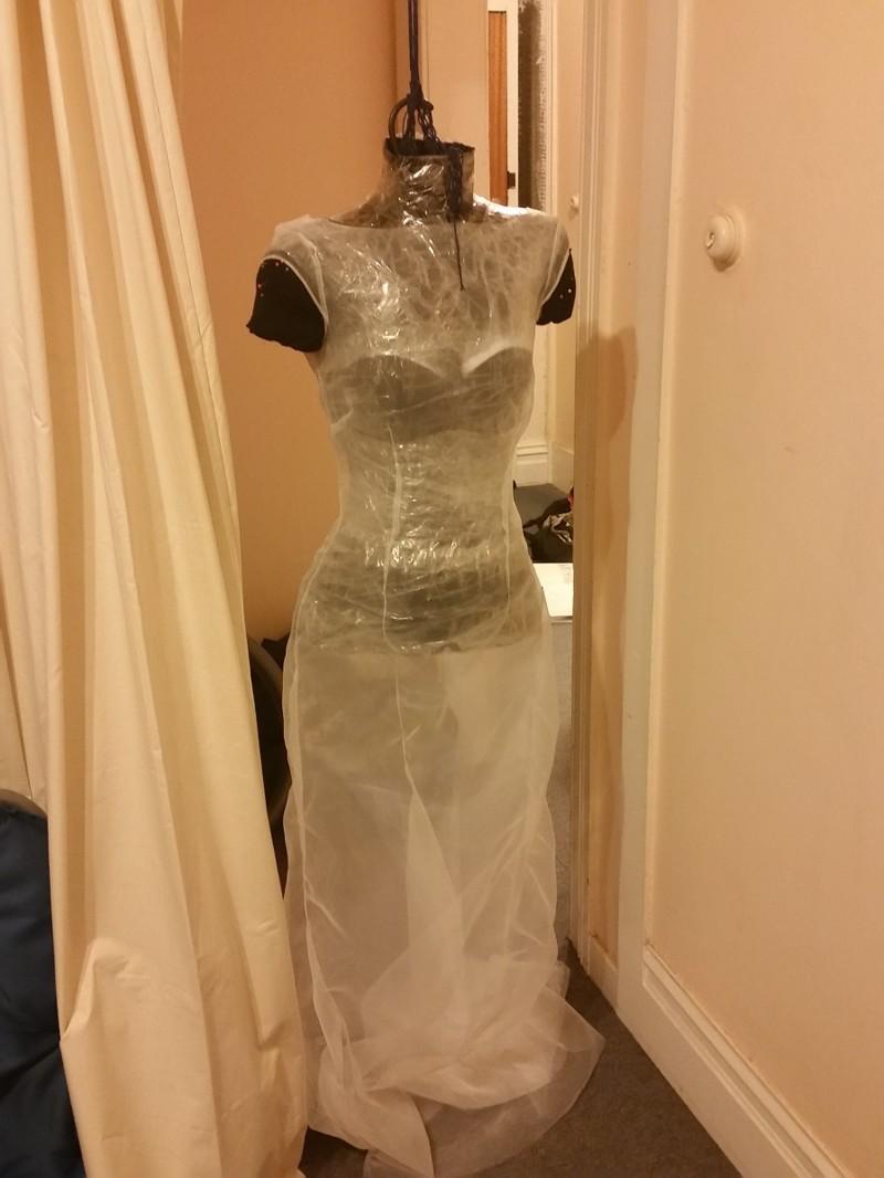 Пришить кружево к ткани не так просто, так что девушка использовала в качестве основы органзу платье, своими руками, создание