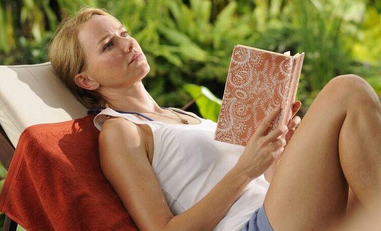 Чтобы лето не кончалось: 5 книг для легкого чтения на свежем воздухе