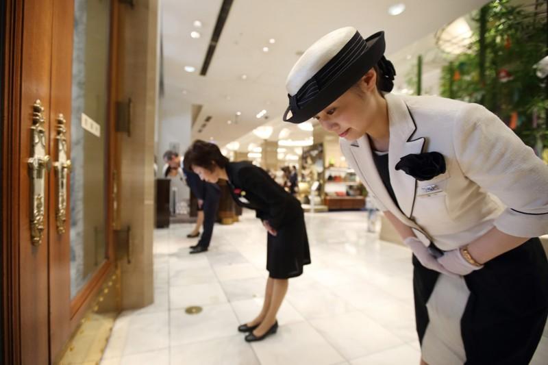 В Японии есть почётная обязанность — быть капитаном лифта