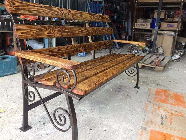 Садовая скамья из профильной трубы и обрезной доски своими руками