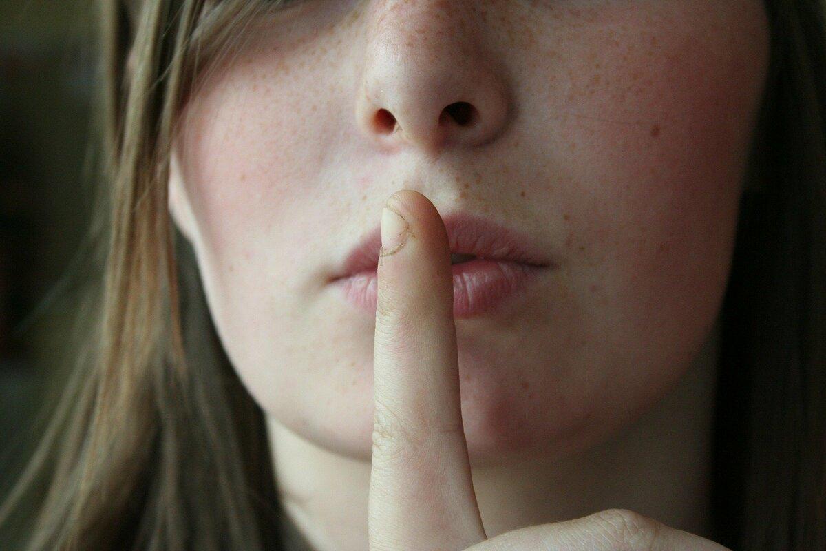 Что о себе нельзя рассказывать окружающим: 6 главных советов