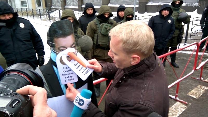 Киевляне признали Порошенко брехлом и поставили ему памятник с носом...