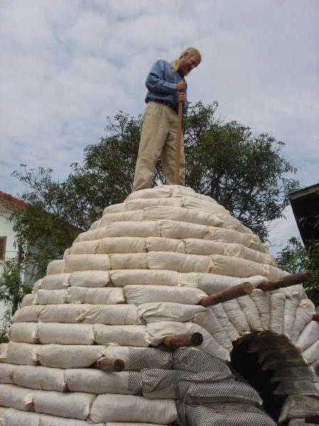 вершина земляного купола: Экодом своими руками