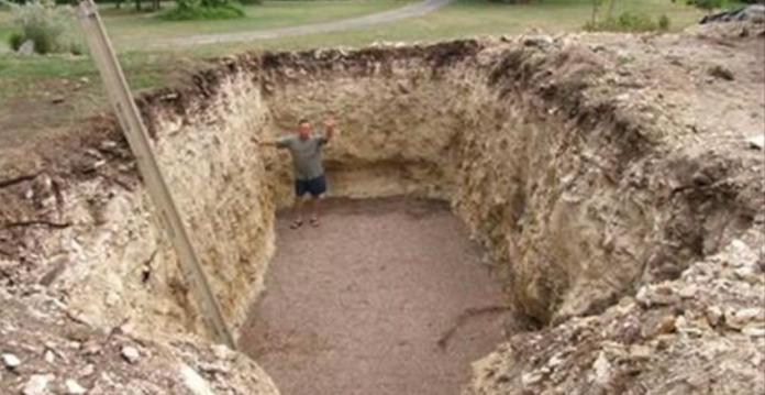 Все думали, что он копает яму под бассейн...