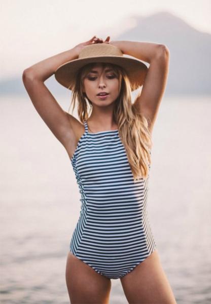 Девушки в этих купальниках сведут вас на пляжах с ума