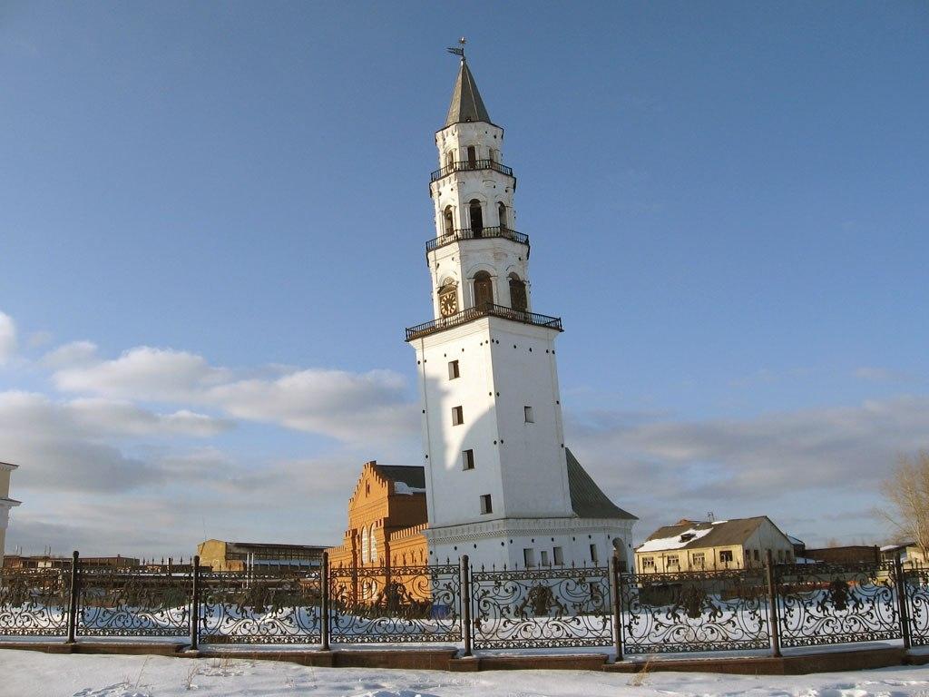 Падающая башня есть и в России!