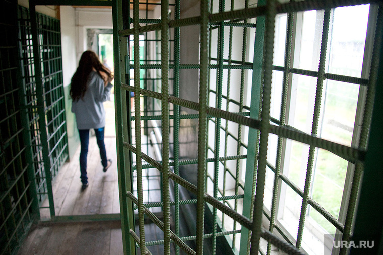«Вот оно, правосудие!» В Тобольске осужденная за наркотики экс-полицейская оказалась на свободе