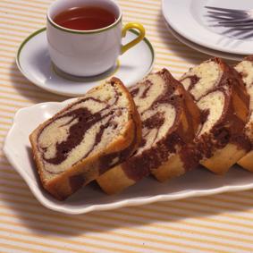 Мраморный торт на кефире с корицей