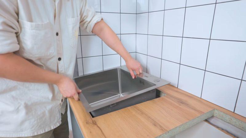 Доступно каждому. Переделка кухни на бюджете: шикарное «До» и «После» кухни, стену, этого, нарисовать, только, раковину, своими, руками, хорошо, расчертить, всего, плитки, каждый, хозяева, рисунок, шкафов, также, решили, можно, сразу