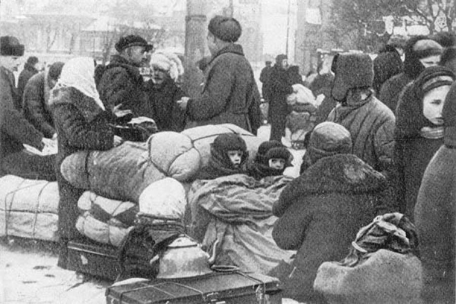 Дети в блокадном Ленинграде.…