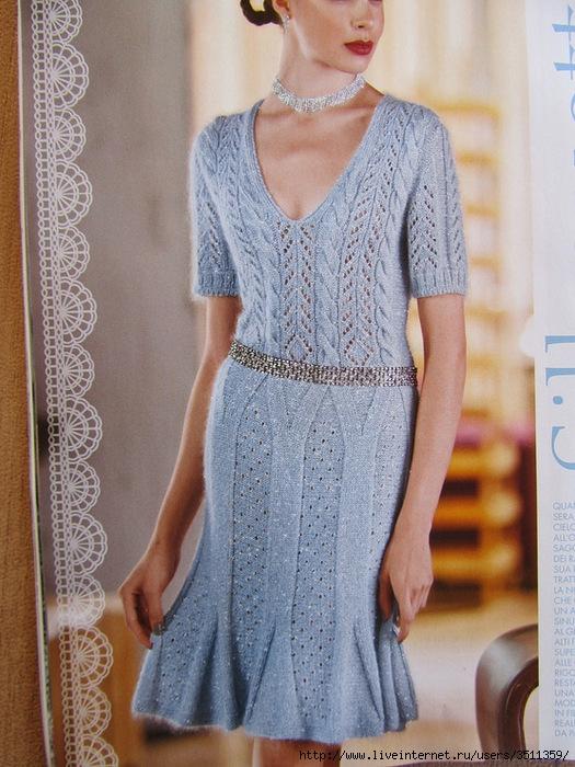 Голубое платье на спицах