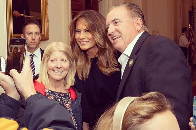 Мелания Трамп устроила оригинальный сюрприз посетителям Белого дома