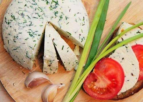 Домашний сыр с тмином и зеле…