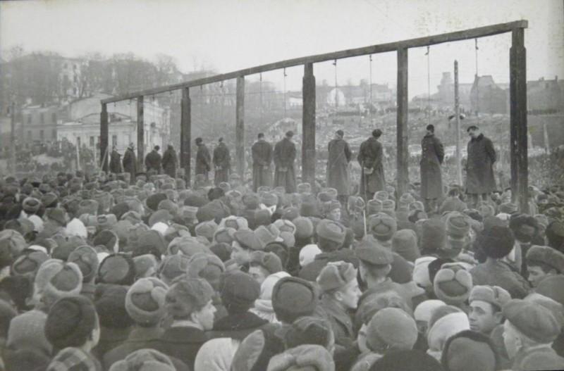 Публичная казнь немецких военных преступников в Киеве. было, история, фото