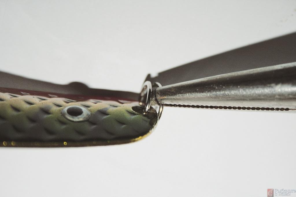 С помощью щипцов для заводных колец можно без проблем снять старое кольцо.
