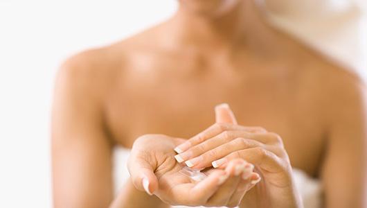 Уход за кожей груди: гимнастика и косметика.