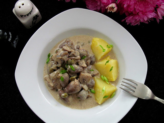 Фрикасе из куриных сердечек. Очень простое блюдо с совершенно нетривиальным вкусом!