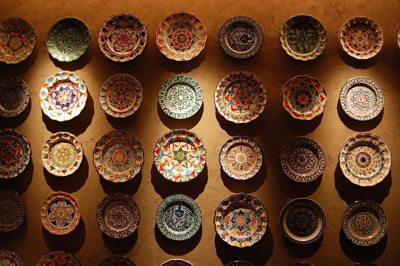 Картинки по запросу Как красиво украсить стены тарелками: 15 невероятных идей