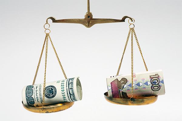 Курс доллара упал ниже 57 ру…