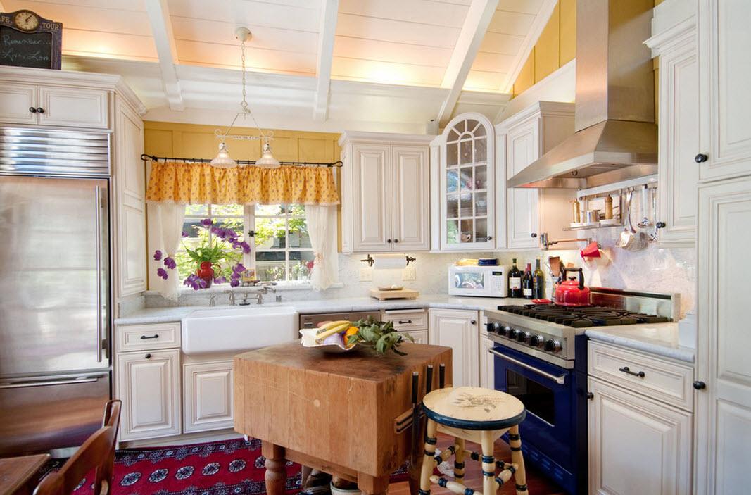 Колоритный интерьер кухни