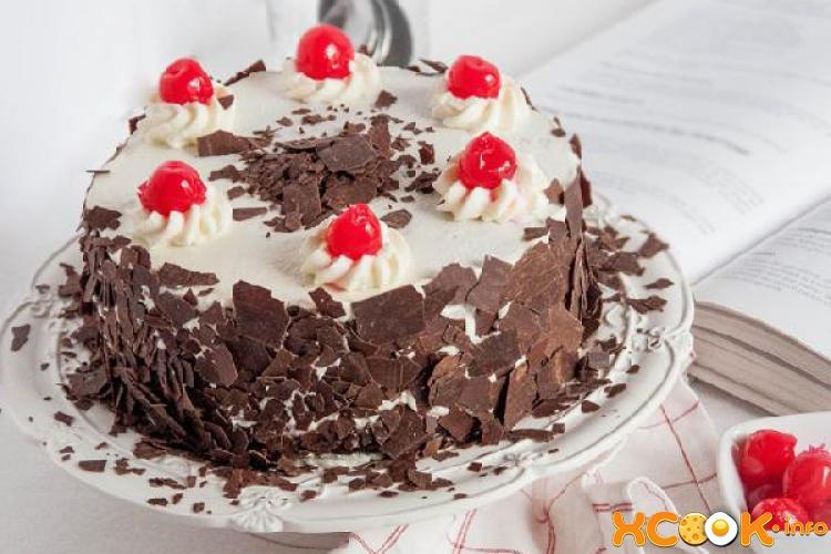 Классический торт Черный лес с вишней