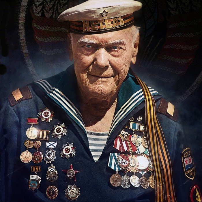 «Непокоренный» - моряк, всю войну прошагавший по земле! Для тех, кто не видел - лазерная 3D-инсталляция в Волгограде (видео)