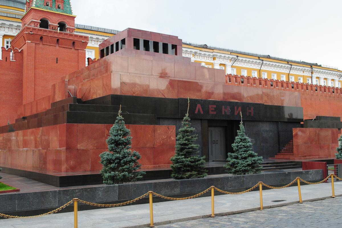 В РПЦ призвали вынести тело Ленина из Мавзолея