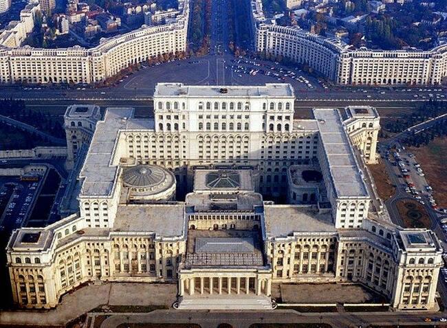 Дворец Чаушеску. Не путать с дворцом Путина!