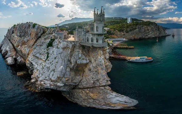 «Одноразовый курорт» или почему в Крым не хотят ехать туристы?