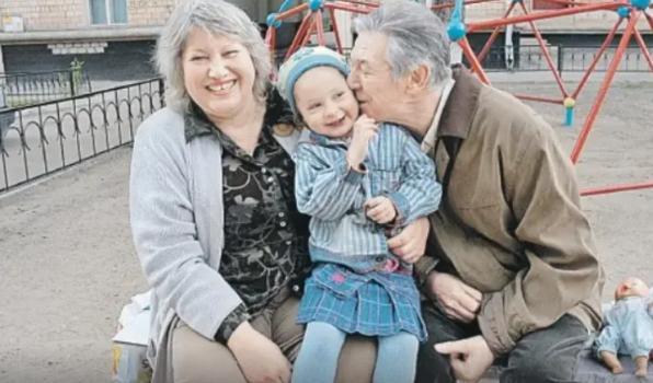 Когда родилась дочка, Александру Белявскому было 70, а его жене 52 Александр, произошла, слишком, когда, сохранить, отношенияПосле, Приемный, завела, трагедия, другая, кровную, рассталась, великолепные, сильным, смогли, выпал, детьми, расстались, Валентина, поэтому