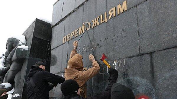 В Киеве рассказали, как отмена Дня Победы повлияет на распад Украины новости,события