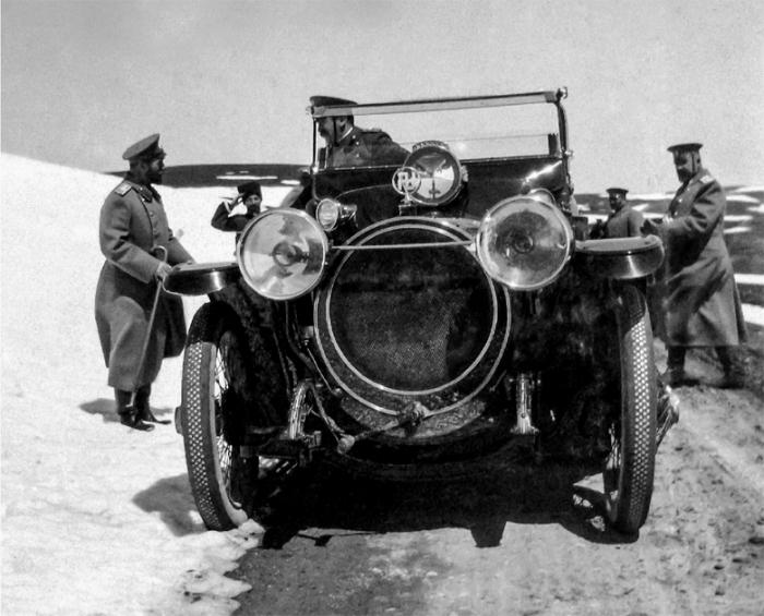 Автомобиль Николая II со свастикой. |Фото: oldtimer.ru.