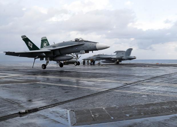Американцы испытали дистанционно управляемую посадку истребителя на авианосец
