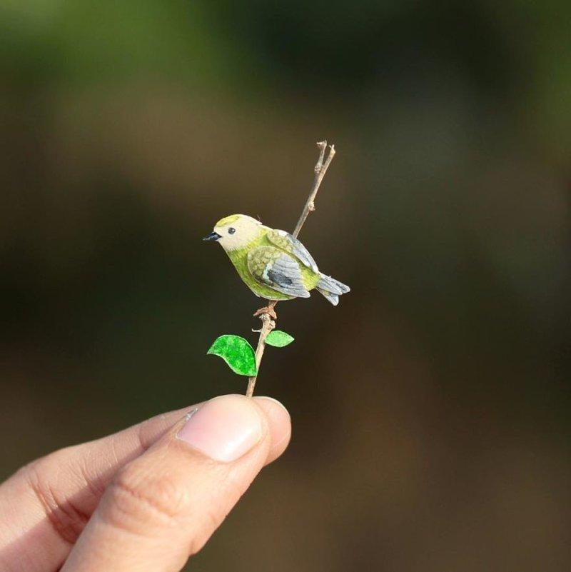 Индийские художники каждый день создают миниатюрных птиц из бумаги