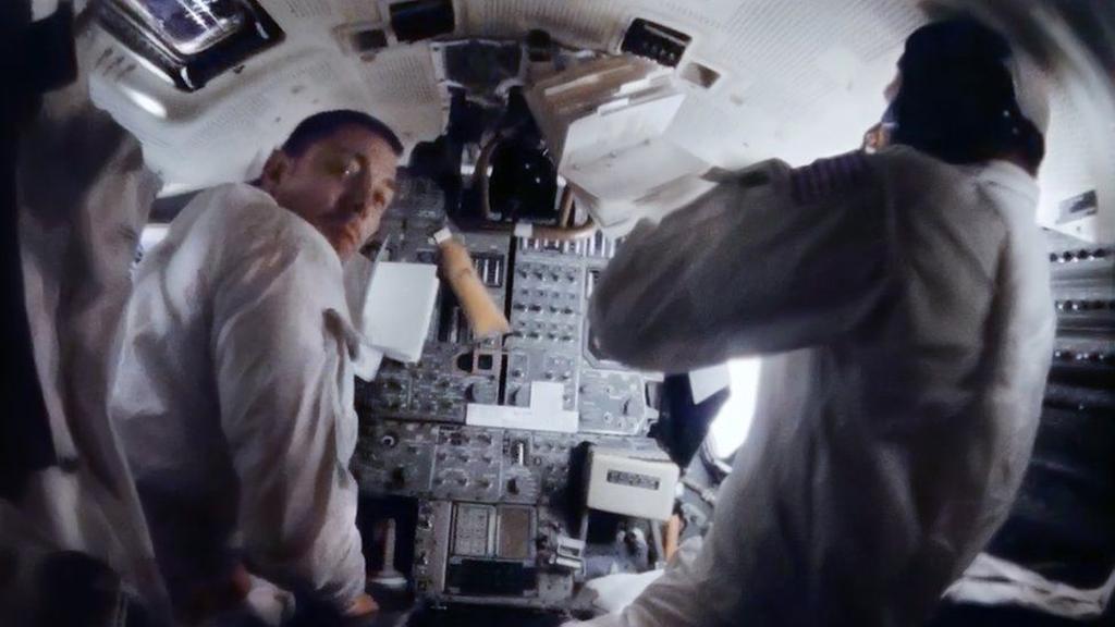 На этом снимке хорошо видна панель управления лунного модуля | Источник: NASA/ANDY SAUNDERS