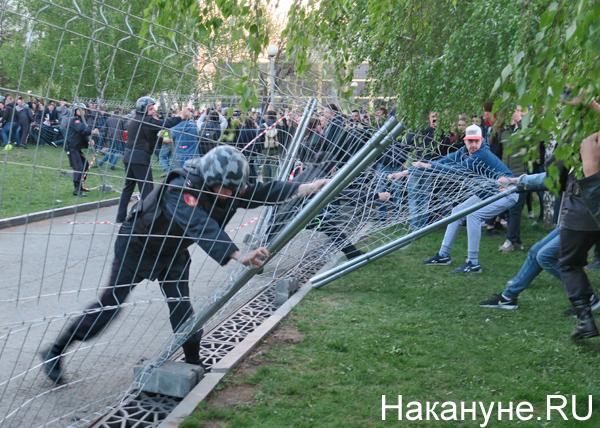 Константин Семин: В сквере «скачут» те же, кто тусуются в «Ельцин-центре»