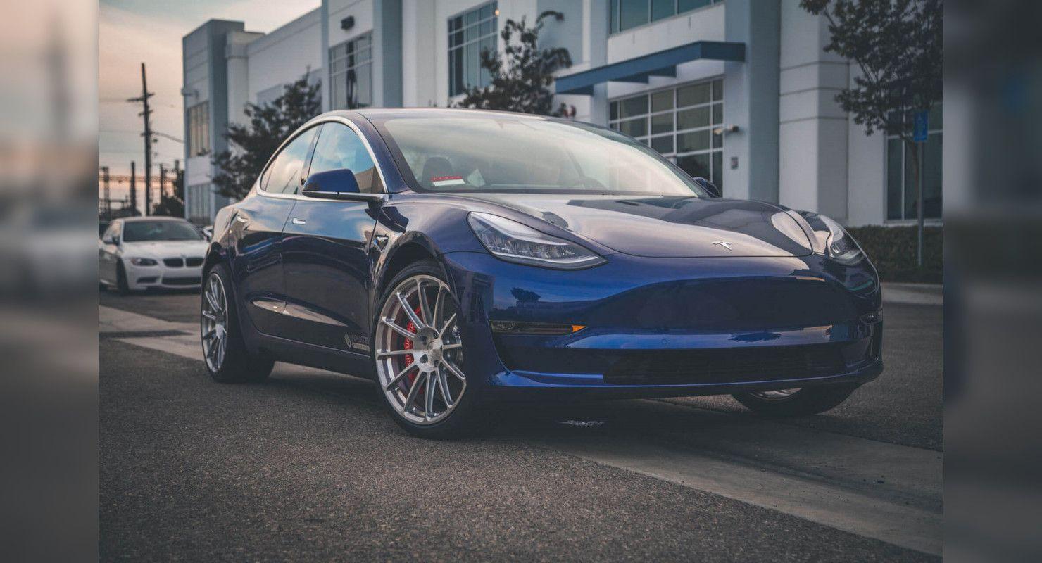 Tesla Model 3 стал самым популярным электрокаром в 2020 году Автомобили